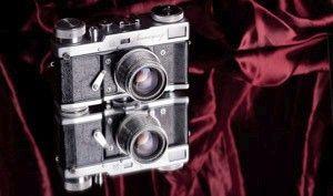 cámara de fotos en bodegón de iluminación
